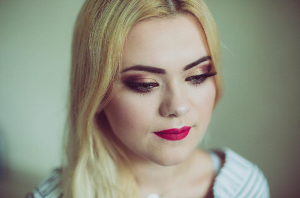 Piękna blondynka i zjawiskowy makijaż